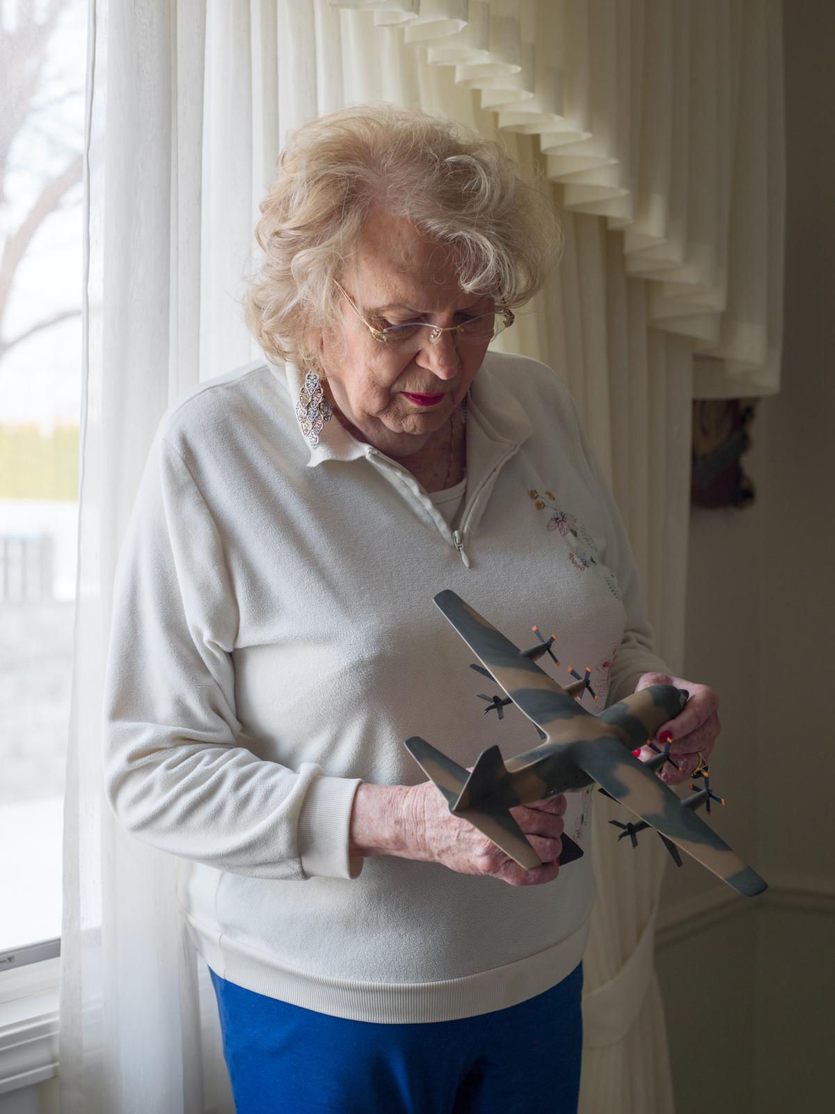 Bobbi, 83, Detroit, MI,  2014 © Jess T. Dugan