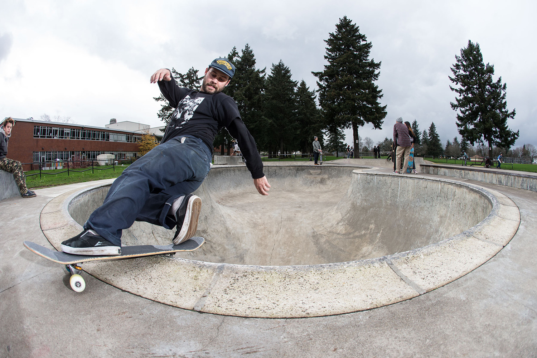 Portland resident Alex Foy frontside rocks Glenhaven Skatepark's Peanut Bowl with style.