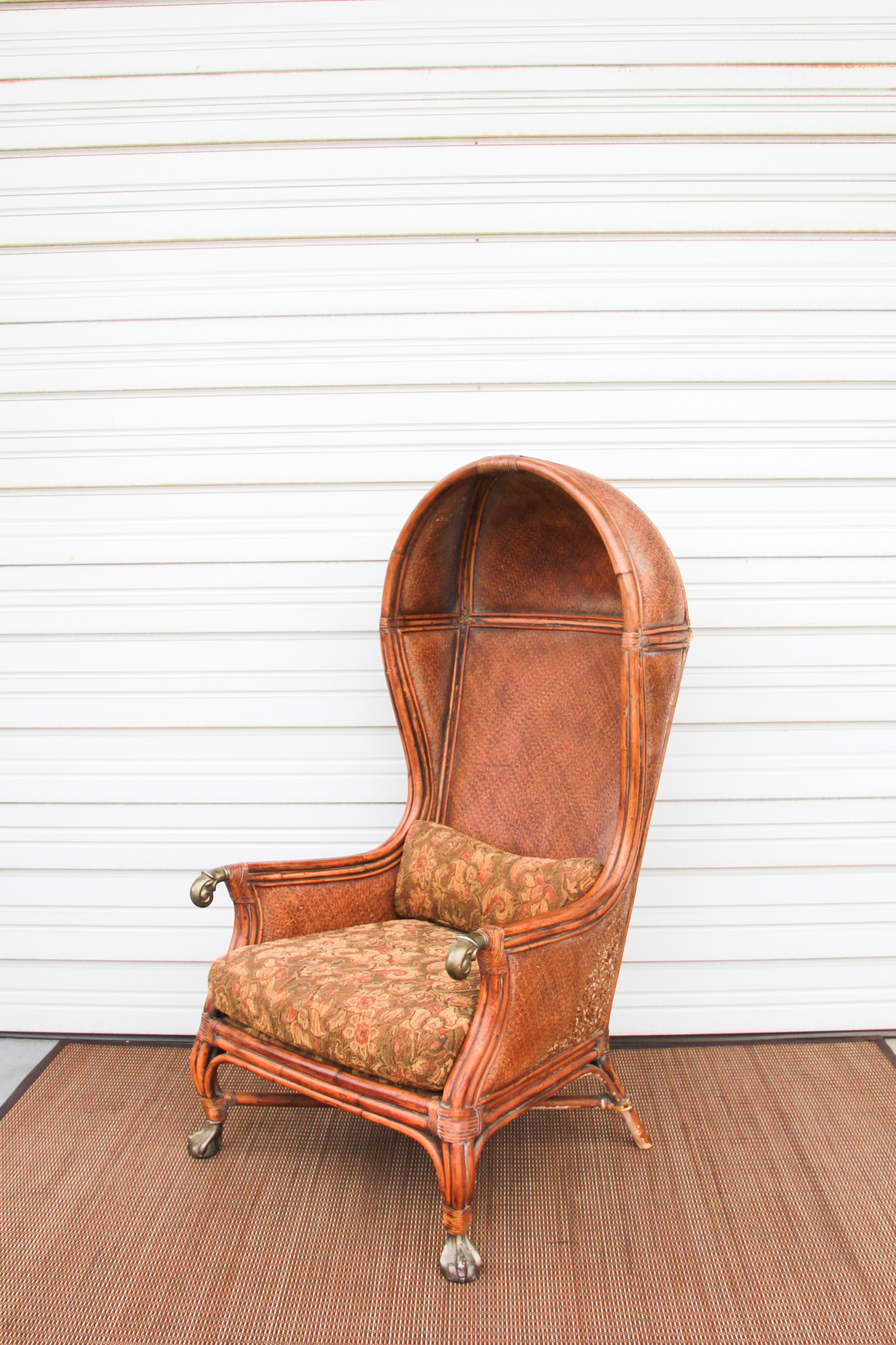 Hooded Wingback