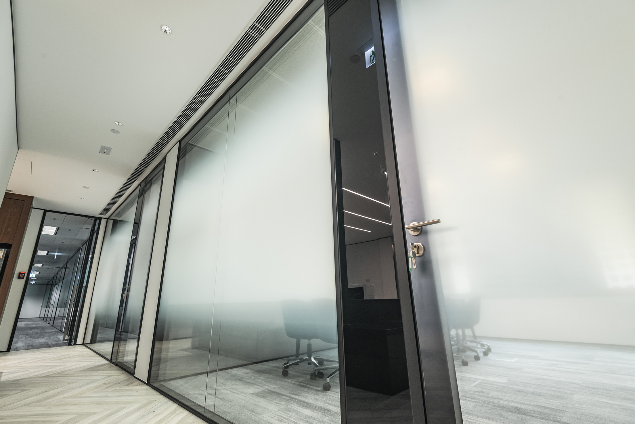 jeb-partitions-x-series-office-hk-03.jpg