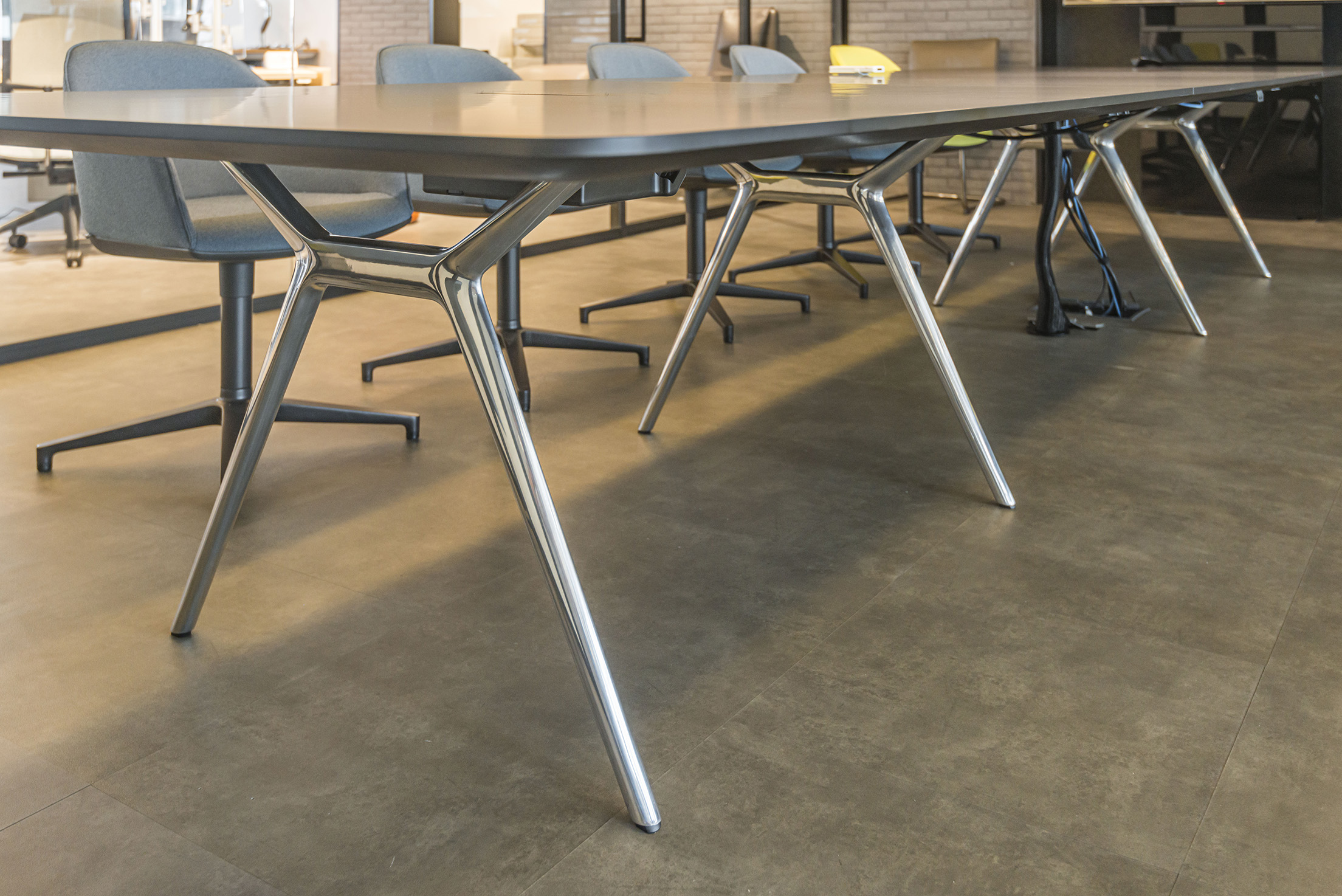 Walter-Knoll-Conference-X-Table-JEB-Showroom