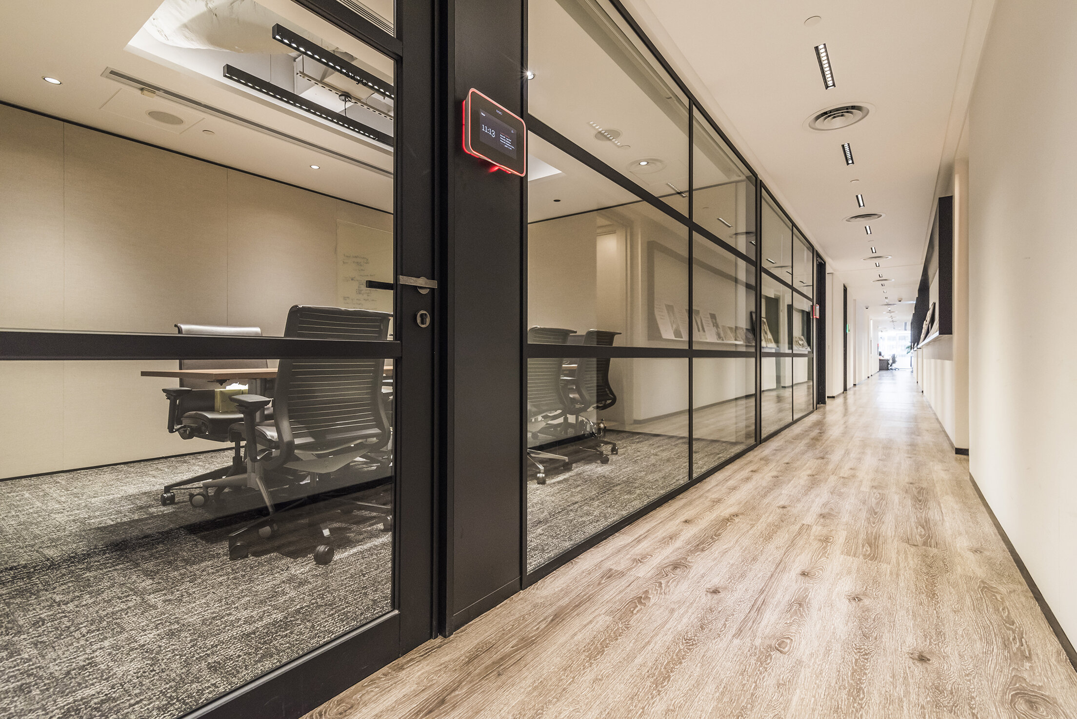 jeb-partitions-summit-integra-pivot-door-hongkong-office-12.jpg