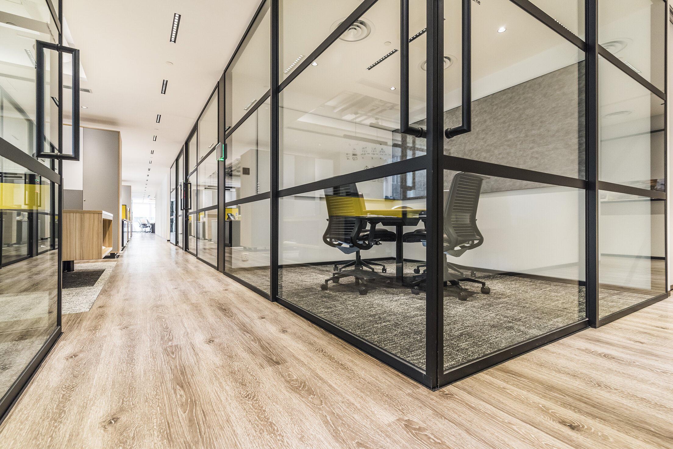 jeb-partitions-summit-integra-pivot-door-hongkong-office-16.jpg
