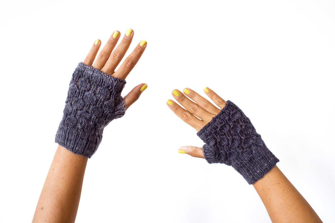 Dot Lace Mitts by Catherine Salter Bayar