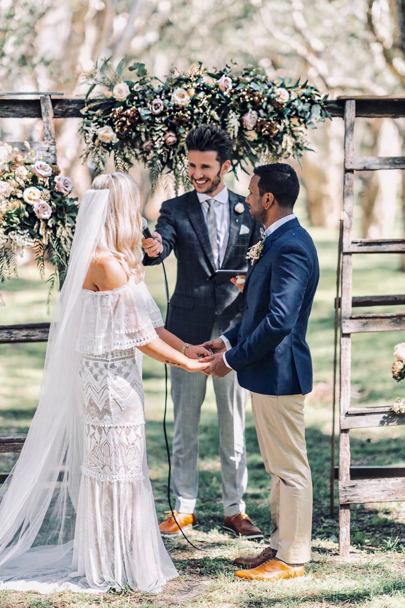 Married by Andy ist dein 'Go-to' in Sydney oder auch überall in Australien für stilvolle, professionelle Hochzeiten die eure Liebe feiern.