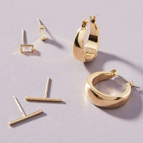 everyday earrings - Your outfit isn't finished until you add a pair of earrings. That's my life motto! Find some simple earrings in the color you prefer and take good care of them.