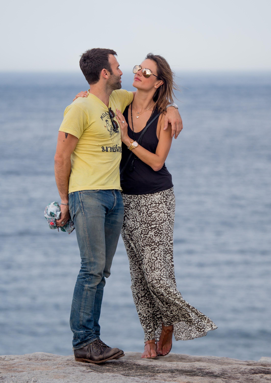 INF_Alessandra_Ambrosio_Bondi_Bronte_Beach_Walk-31.jpg