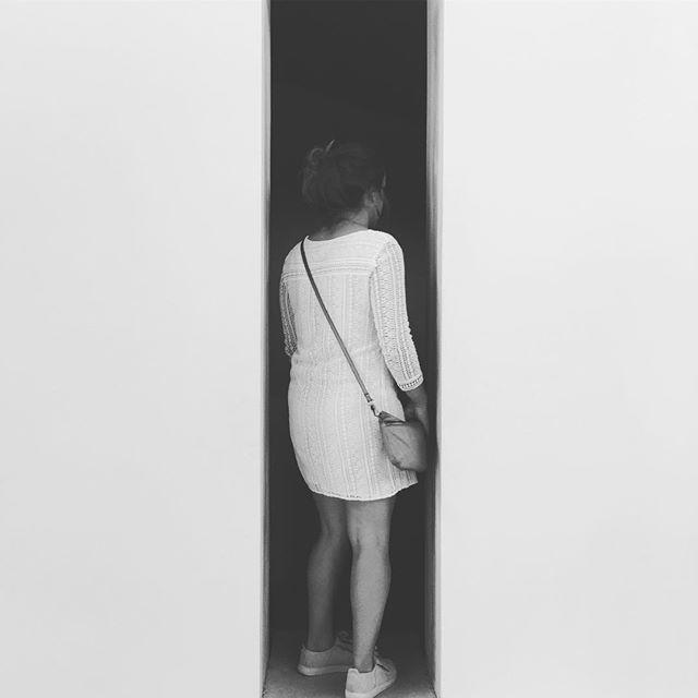 Enfance @palaisdetokyo #palaisdetokyo #encoreunjourbananepourlepoissonrêve #paris #france #exhibition #museum #funny #band #woman #instablackandwhite #blackandwhite #photography #girl #event #childhood #person #scale #art #modernart #whitedress #modernartist #disruptive #slim