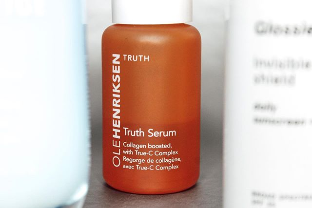 [[link in bio]] Have you, have you, have YOU checked out my blog post on my skincare routine this Summer '19? There are a lot of products I've never talked about before so it's defo worth checking out. The link in BIO will take you right there!💛 . This product is The Truth Serum by #olehenriksen, which is one of my favorite serums ever. Only have probably 10 pumps left of this Vitamin C serum because I love it that much. It's got a great consistency and I adore the citrus scent. It retails for $22🧡 Click the link in my bio for more!! . —— . #truthserum #skincarereview #skincareroutine #beautyaddict #makeupblogger #bblogger #skincarejunkie #goals #blog #beauty #shelfie #vanity #igskincare #lightroompresets #lightroom #mood #minimalist #linkinbio