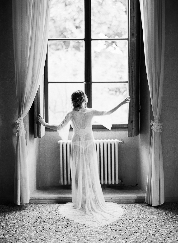 Emotive-Bridal-Boudoir-Session-in-Italy-by-Kibogo-Photography-destination-fine-art-wedding-photographer-5.jpg