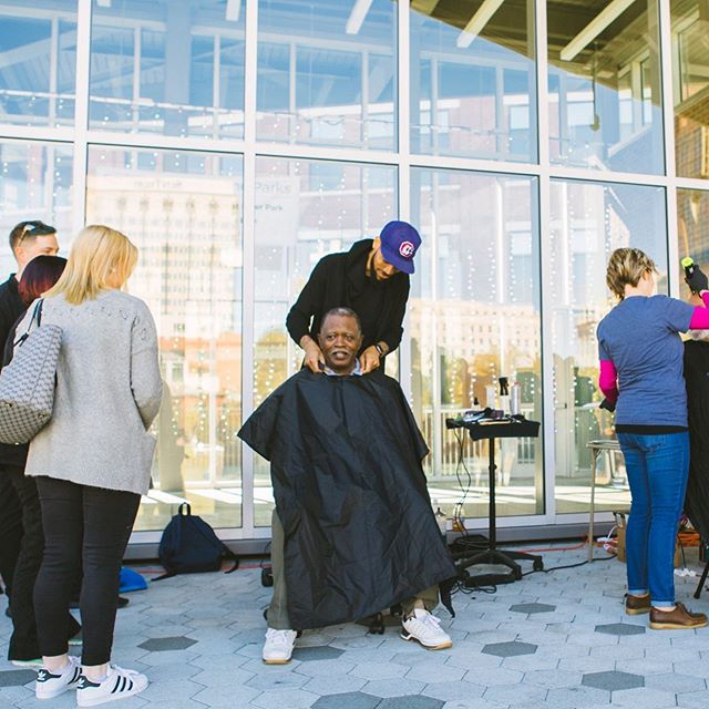 """""""Do not underestimate a moment of your kindness. It has power to change lives in ways you may never know."""" // @richwayct (@ctkutz) is a celebrity Barber to talents like @kanebrown_music & still takes time to give back to the community. #cutsforchangechatt #chattanooga #community #beawesometosomebody"""