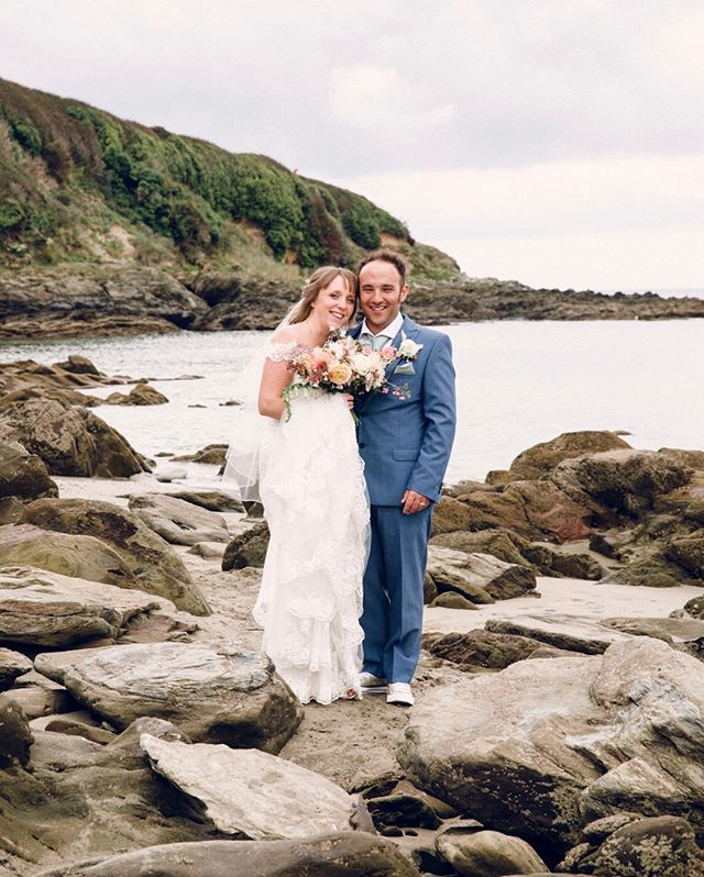 Falling in love with the rugged Cornish backdrop at my first coastal wedding with the gorgeous Hannah and Ben.  More coastal weddings in 2020, please! ⠀⠀⠀⠀⠀⠀⠀⠀⠀ .⠀⠀⠀⠀⠀⠀⠀⠀⠀ .⠀⠀⠀⠀⠀⠀⠀⠀⠀ .⠀⠀⠀⠀⠀⠀⠀⠀⠀ .⠀⠀⠀⠀⠀⠀⠀⠀⠀ #weddingcornwall #coastalwedding #beachwedding #weddingphotography #weddingphotographer #wedding #weddingday #love #bride #brideandgroom #weddinginspiration #weddingideas #weddingphotos #weddingphotographerfrome #weddingphotographersomerset #weddingdress #marriage #happilyeverafter #junebugweddings #theknot #fearlessphotographer #huffpostweddings #casualwedding #diywedding #alternativewedding #relaxedwedding #bestfriend #documentaryweddingphotography