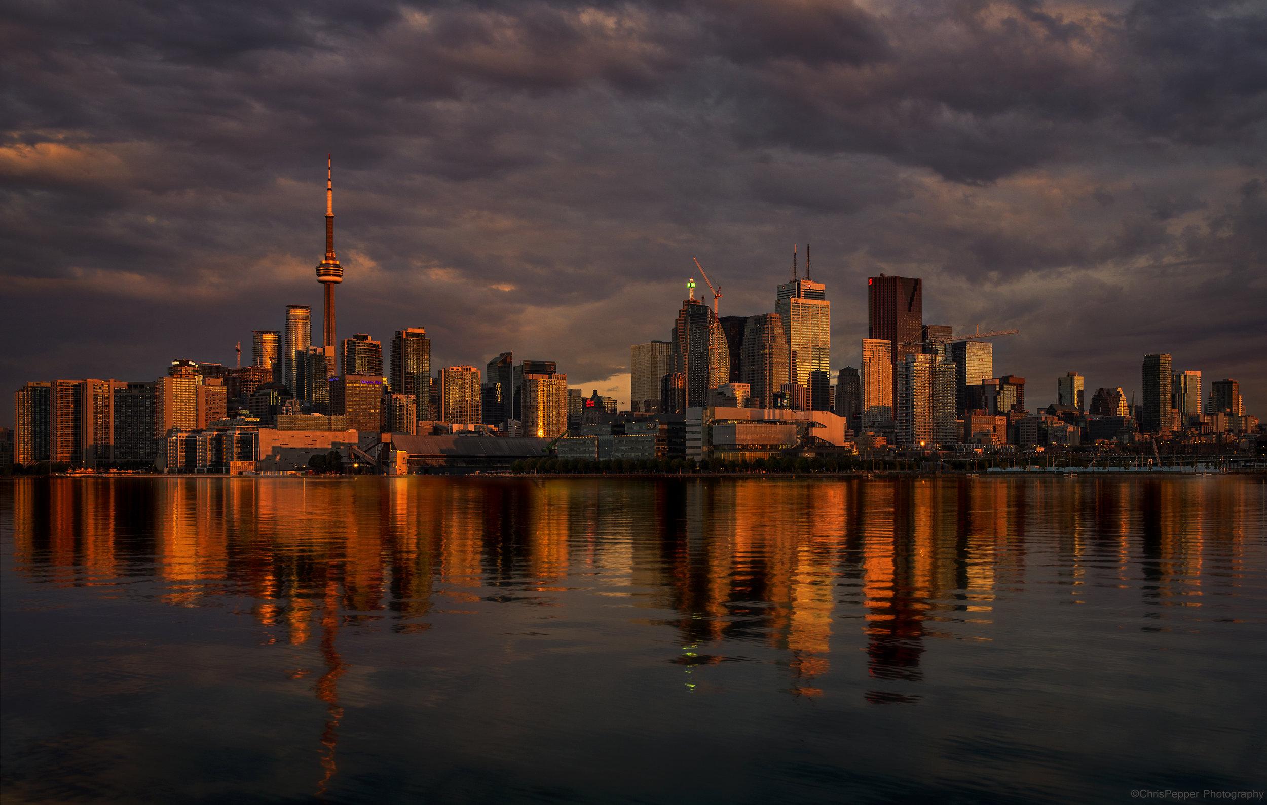 First light on Toronto Skyline.jpg