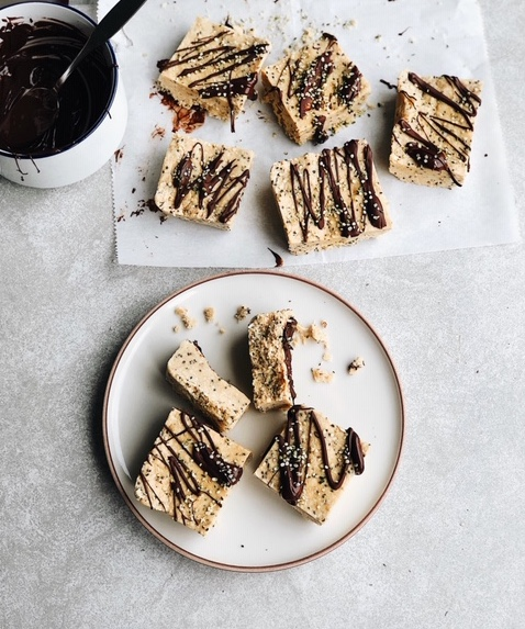 5 ingredient cashew coconut bars (dairy free, grain free).