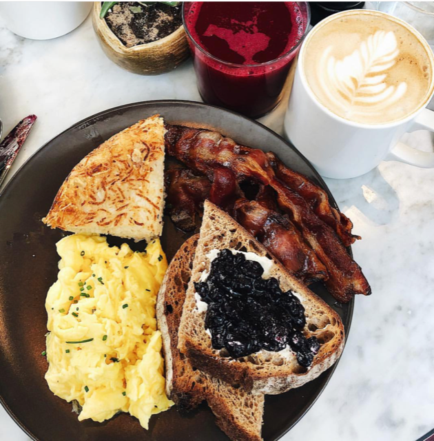 classic breakfast and seasonal juice from cafe robey