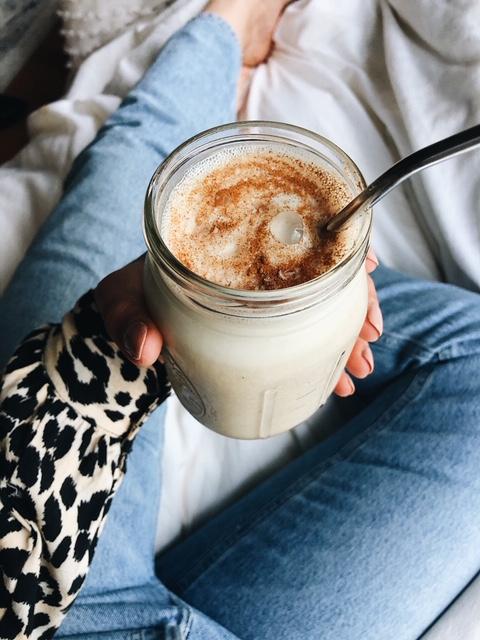 salted caramel peanut butter smoothie (paleo, vegan).