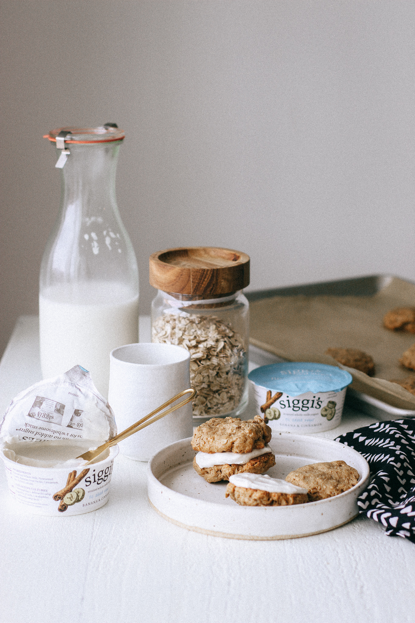 Low Sugar Breakfast Oatmeal Cookie Sandwich with Cinnamon Yogurt Filling (gluten free).