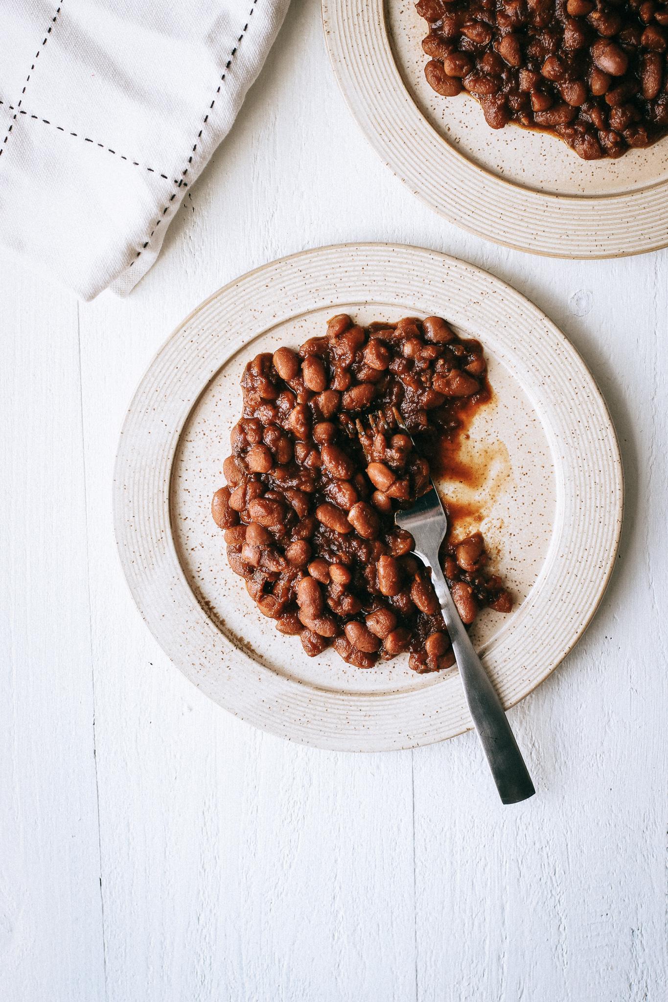 the best easy vegan bbq baked beans (gluten free).