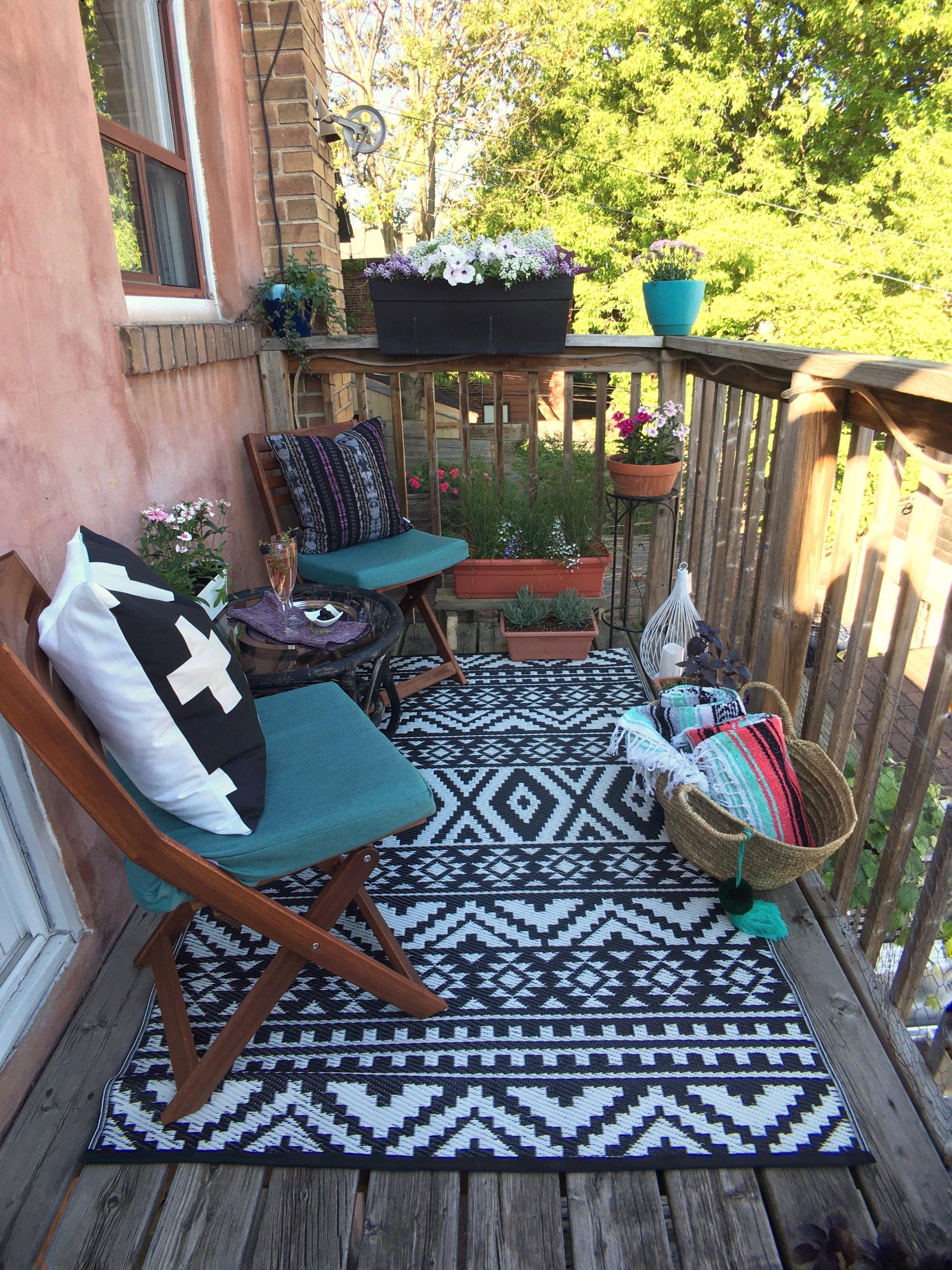 Voila!! My balcony is now an ultra relaxing retreat.