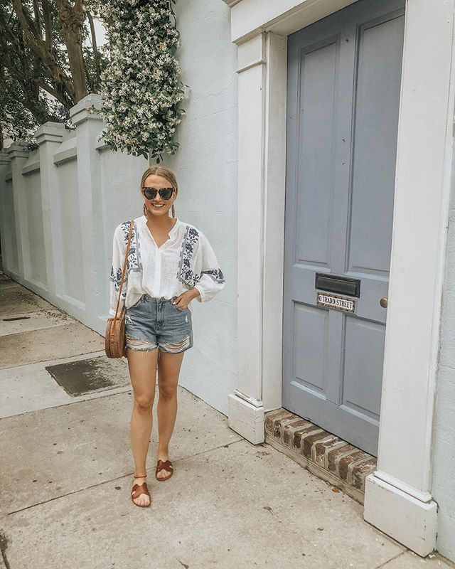 just charleston being charming + me wishing someone living on rainbow row would invite me in to tour their home..🌸i'm working on a little charleston travel guide that i can't wait to share with you all! 🌼 http://liketk.it/2BTno #LTKspring #liketkit @liketoknow.it