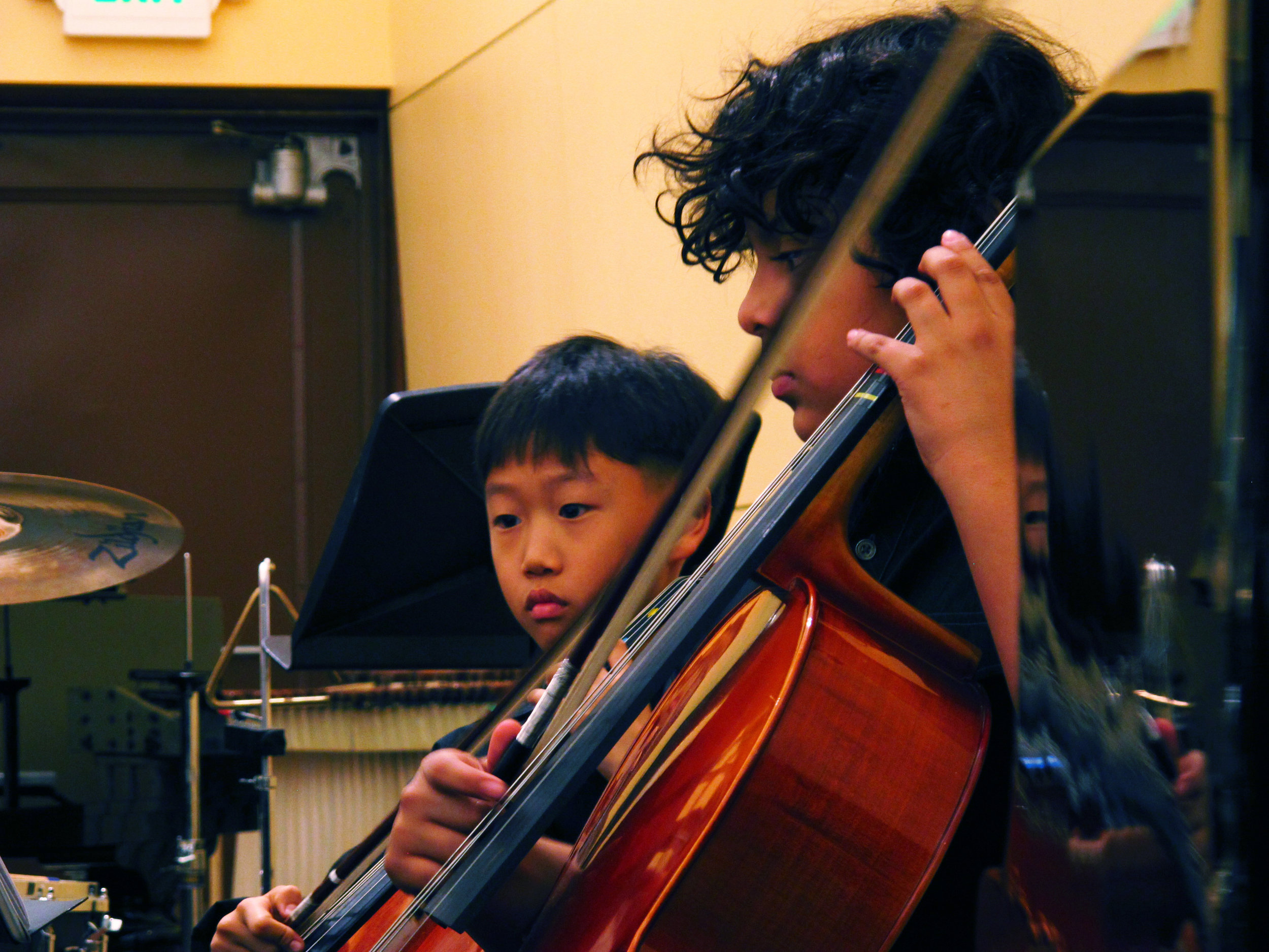 duo_boys_cello_focus.jpg