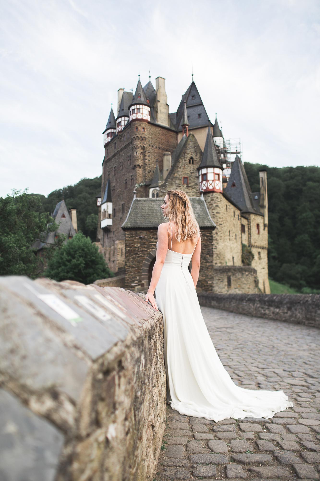 Burg Eltz   Flowing Wedding Dress   Bohemian Wedding Gown