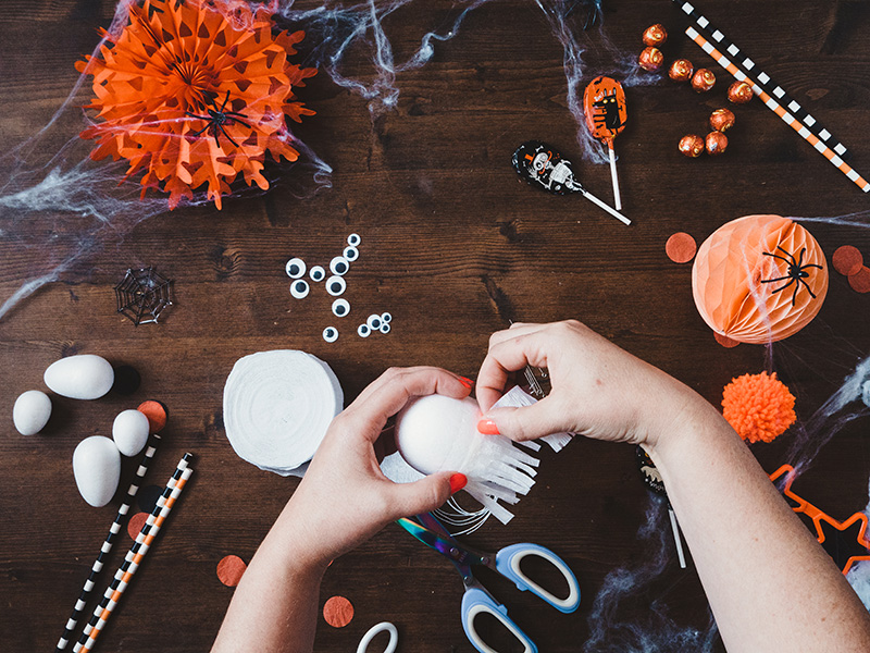 How to make a cute ghost halloween balloon tail - attach the crepe fringe to the sticky tape.