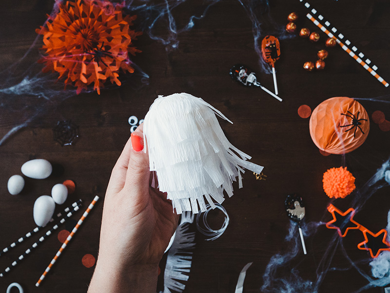 How to make a cute ghost halloween balloon tail - repeat adding crepe fringe layers until the egg is covered.