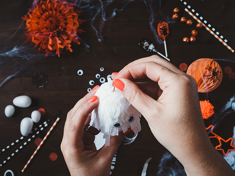 How to make a cute ghost halloween balloon tail - insert a brass screw eye into the top