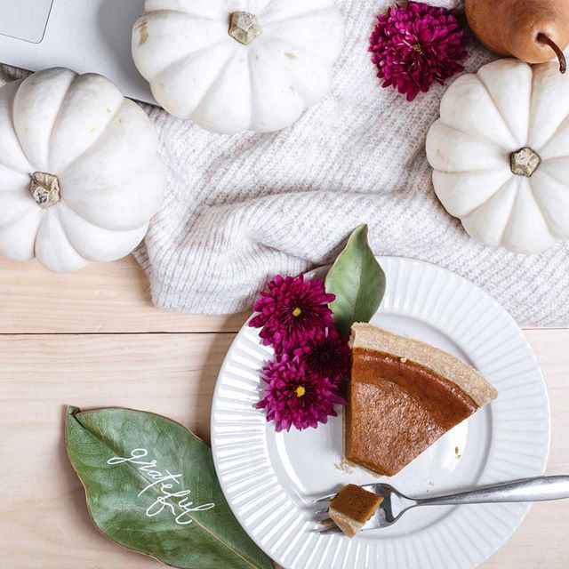 Wishing a Happy Thanksgiving to all my fellow 🇨🇦's. I'm so grateful that I'm surrounded by the ones I love and I hope the same for all of you xx . . . . #thanksgiving2019 #gratefulheart #styledshoot #styledaily #styledstockphotography #flatlays #flatlayoftheday #womenentrepreneur #marketingonline #onmydesk #etsysller #brandingphotography #communityovercompetition #creativemamas #theeverygirlathome #momswithcameras #workfromanywhere #styledbyme #styling #theeverymom #contentcreator #simplejoys #pursuepretty #slaytheflatlay #posttheordinary #momentsofmine