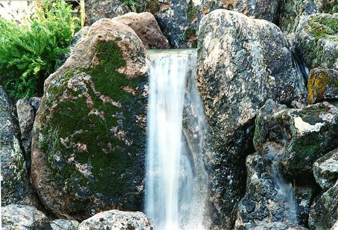Higaki-waterfall.jpg