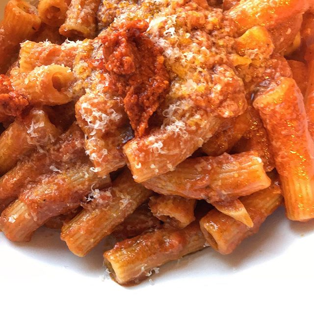 Nothing beats rigatoni with a hearty and slightly spicy tomato sauce and parmigiano. ⠀⠀ .⠀⠀ .⠀⠀ .⠀⠀ :⠀⠀ :⠀⠀ :⠀⠀ #love #rigatoni#pasta #foodstyle #foodnetwork #pastalover #happy #tomato #sauce #eeeeeats #feedfeed #eater #zagat #thrillist #eatwell #tasty #tuesdaymotivation #dinner #italianstyle #italianfood #parmigiano #cheflife #stagionitaliane #cheflorenzobonissoni #travelwithyoursenses #sanfrancisco #fancy #bayarea #finedining #food52