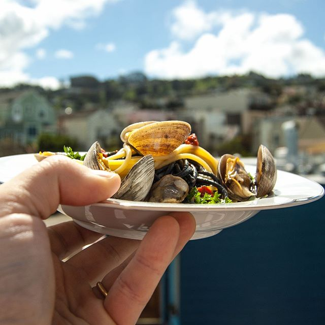 Because the weekend can't come soon enough! ⠀ .⠀ .⠀ .⠀ .⠀ .⠀ .⠀ .⠀ .⠀ .⠀ @rustichelladabruzzo #lobster #seafood #pasta #pastalover #spaghetti #italianfood #eeeeeats #brunch #lunch #dinner #getinmybelly #feedfeed #onthetable #clams #sanfrancisco #cibo #mealprep #friends #yummy #delicious #wine #foodporn #food @stagionitaliane #garlic #foodandwine #truecooks #foodie #vino #luxury #travelwithyoursenses
