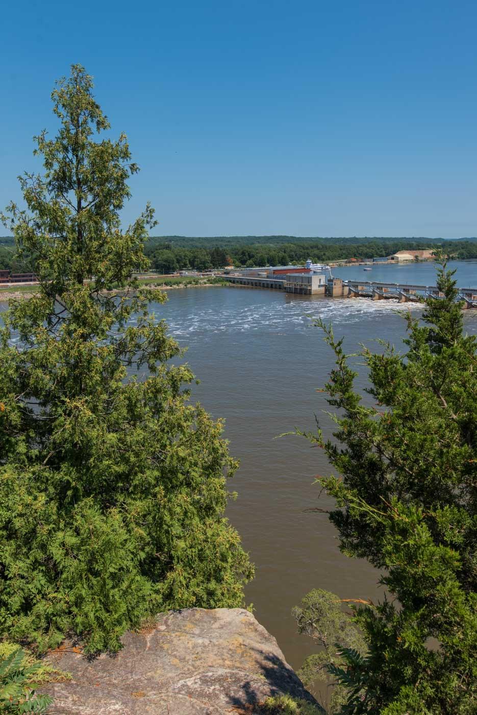Lock and dam at Utica, IL, on the Illinois River