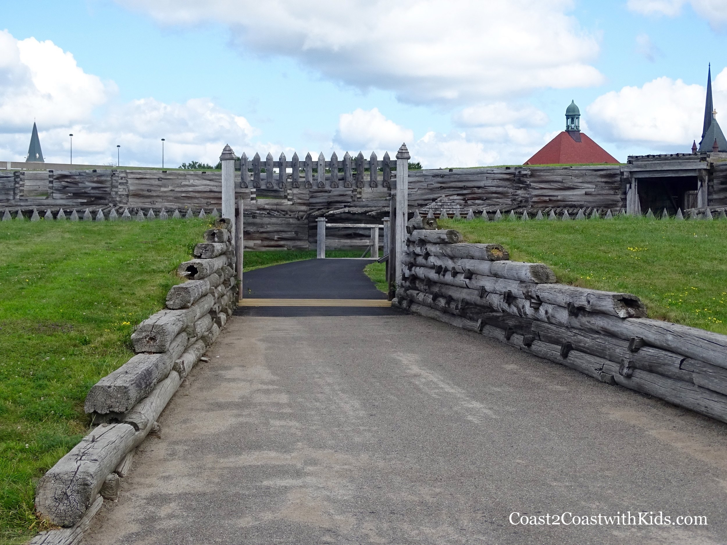 The gravel path to Fort Stanwix.