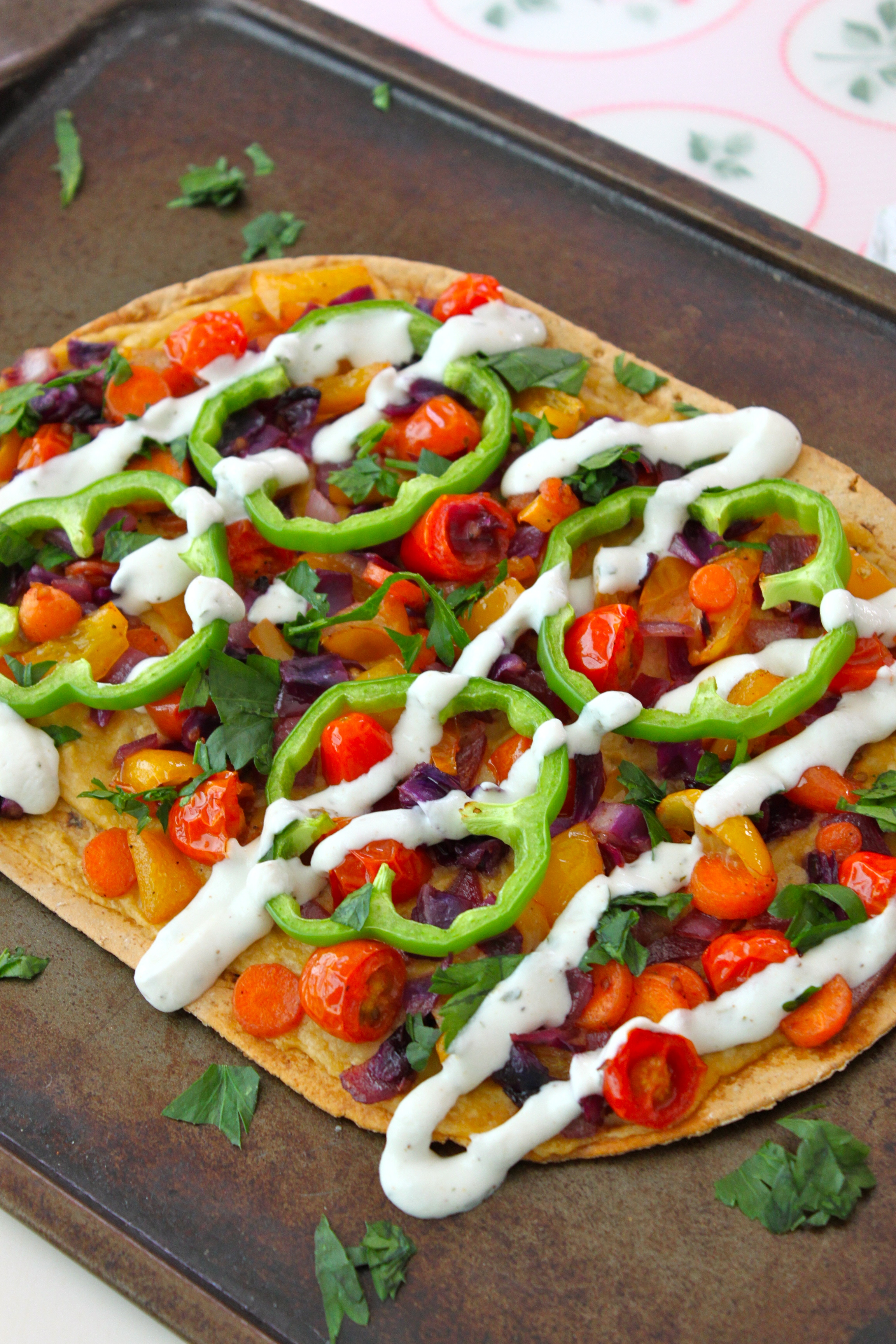 Veggie Hummus Pizza-Taste The Rainbow-Via http://thediva-dish.com