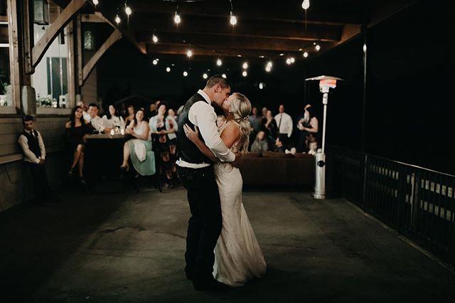 Take your first dance off of the traditional dance floor and dance on the patio under the string lights 💡 . . . . . #loveinthepnw #lookslikefilm #lookslikefilmweddings #lovelookslikeus #junebugweddings #dirtybootsandmessyhair #pnwedding #pnwbride #langleyphotographer #langleyweddingphotographer #langleywedding #greenweddingshoes #bcbride #bcwedding #aliciastrathearnphotos