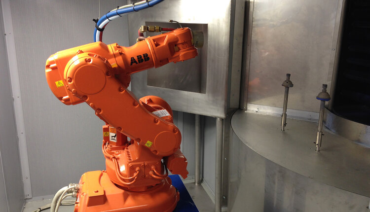 Himed invested early in on-site automations that dramatically increased outputs and allowed for more competitive pricing without sacrificing quality. Here, an ABB robot pauses between coating applications.