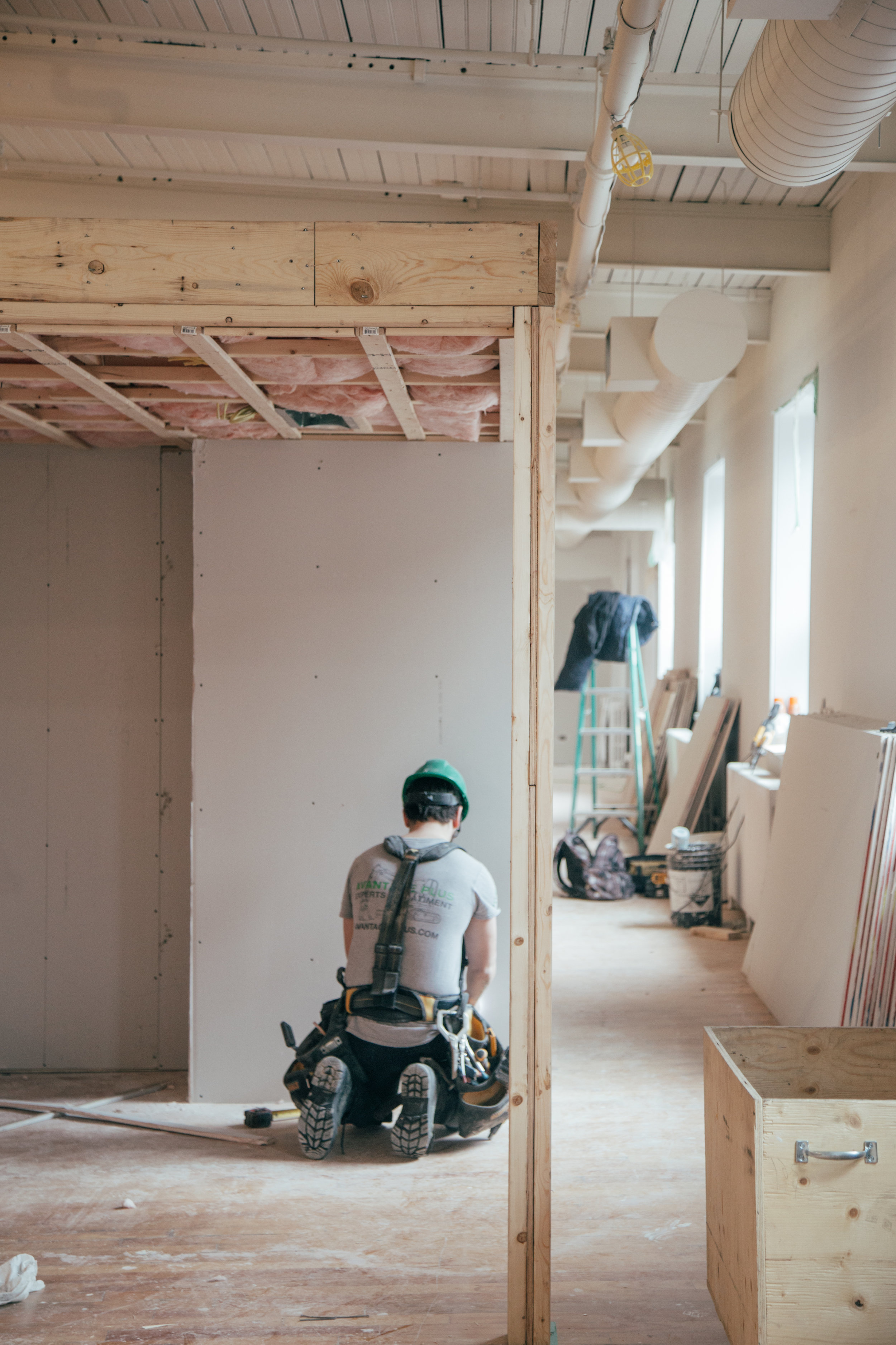 Contractor kneeling on ground working. Photo by Unsplash