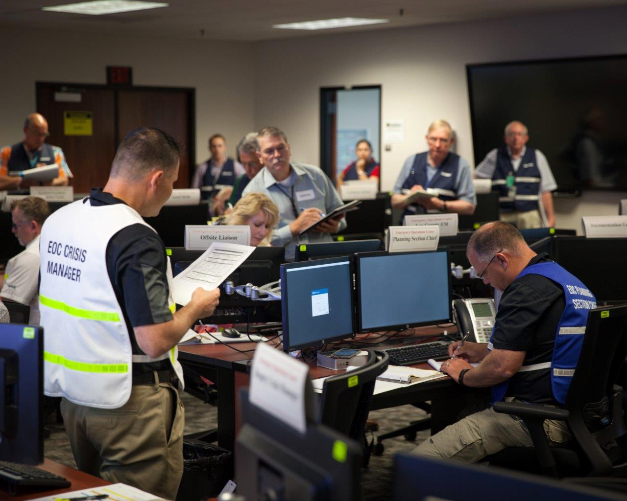 Numerous evaluators look on as Crisis Manager David Stuhan gives instructions to Emergency Operations Center personnel during a graded exercise as part of the Waste Isolation Pilot Plant's recovery from a 2014 radiation accident. Courtesy WIPP.   lvillagran@abqjournal.com Fri Dec 02 10:34:19 -0700 2016 1480700056 FILENAME: 336469.jpg