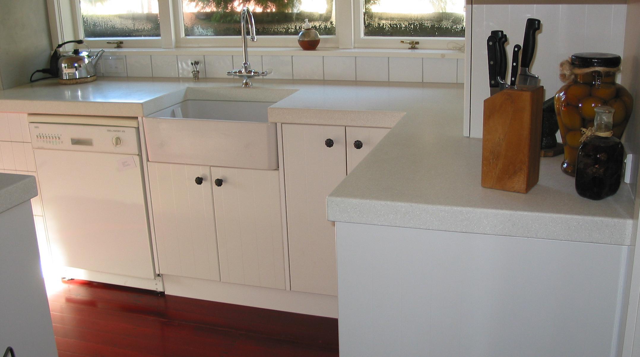 everest kitchen 2.JPG