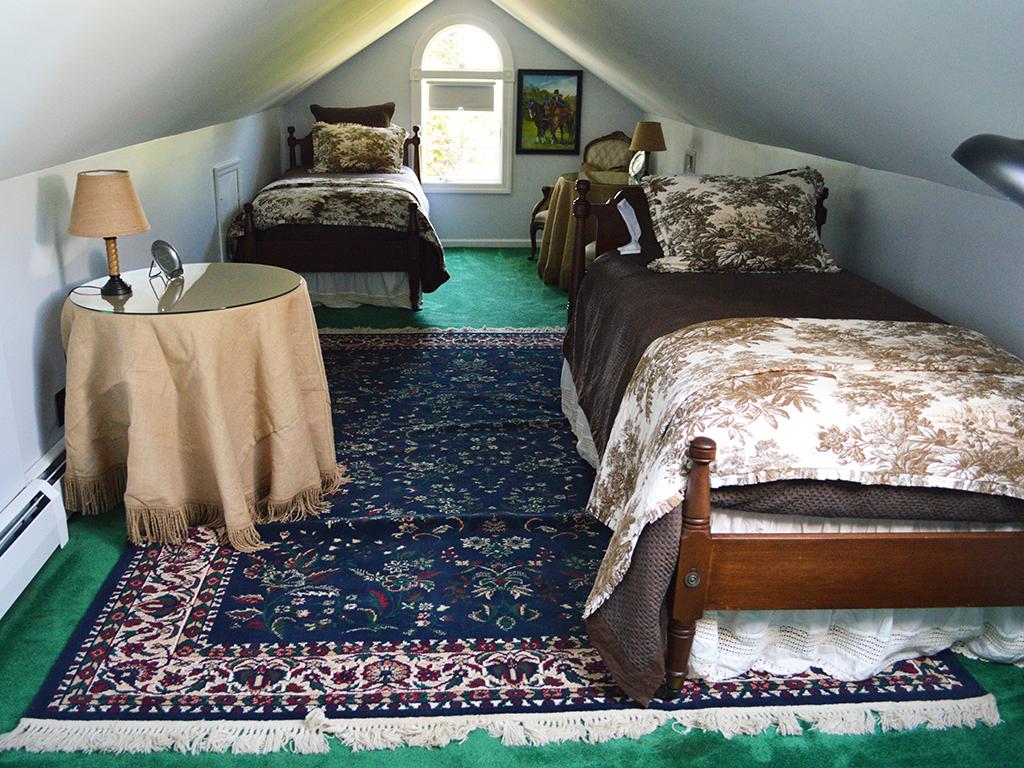 suitebedroom.jpg