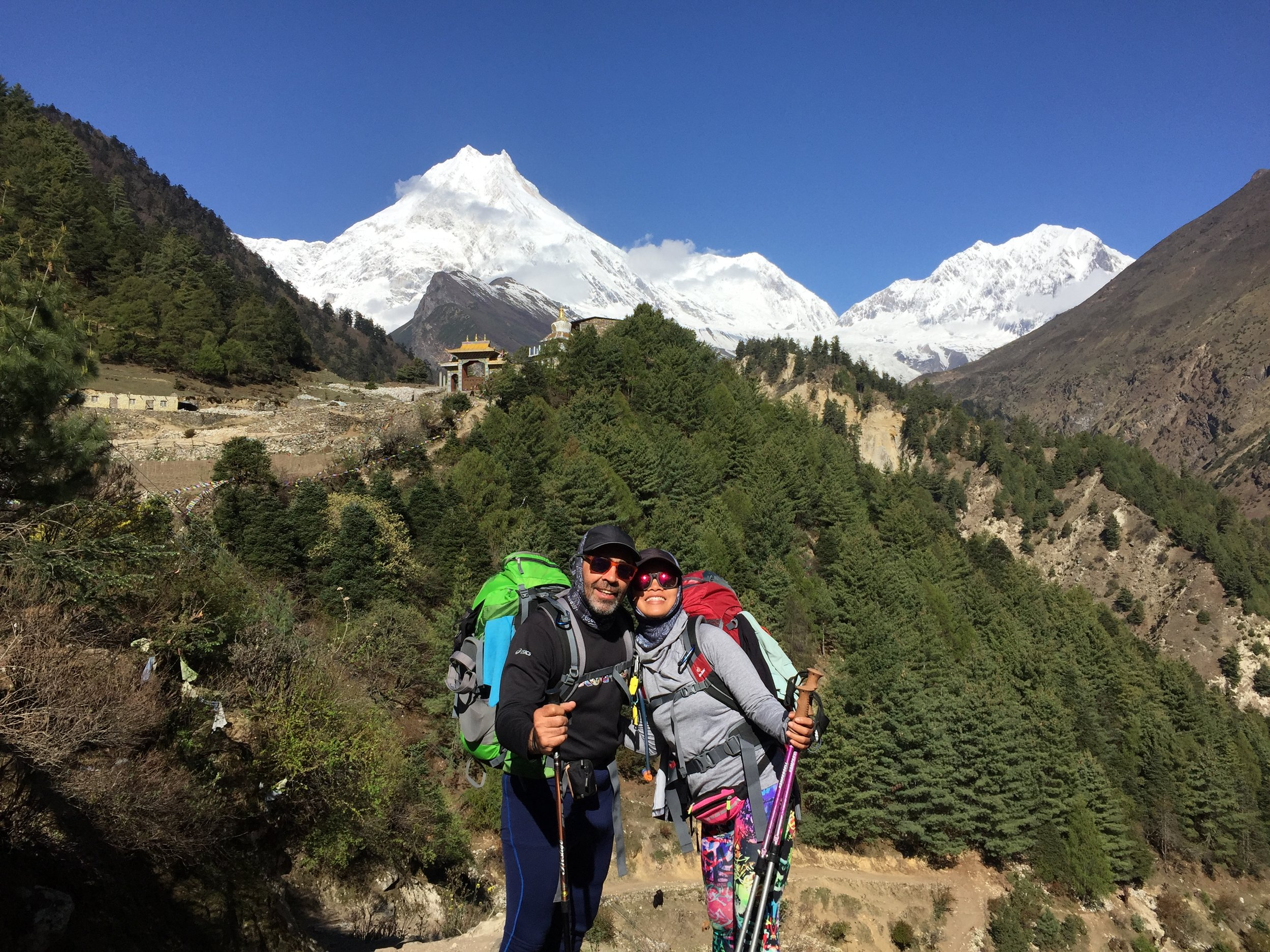 Manaslu, ngọn núi cao thứ 8 trên thế giới đằng sau lưng
