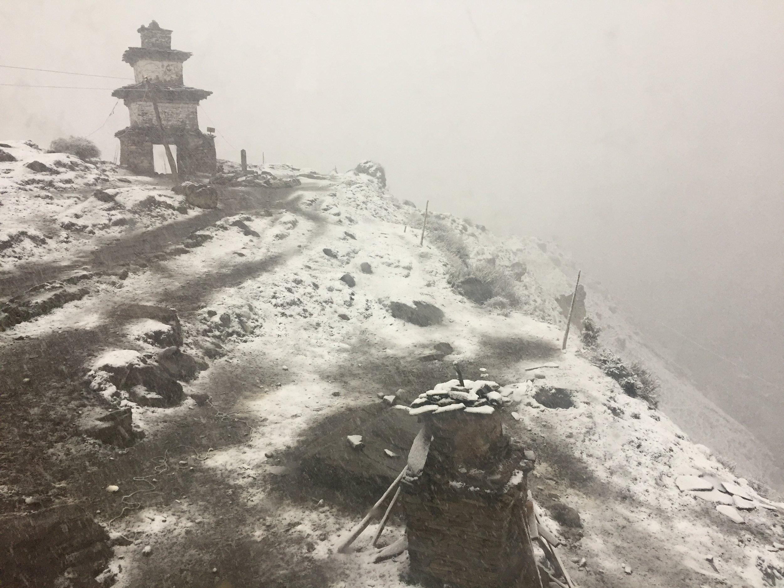 Tuyết rơi ở Samdo sau một tiếng đồng hồ tới nơi