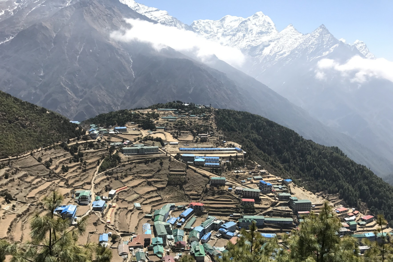 Namche Bazaar - nằm lọt thỏm giữa các dãy núi @Fillip Lhota