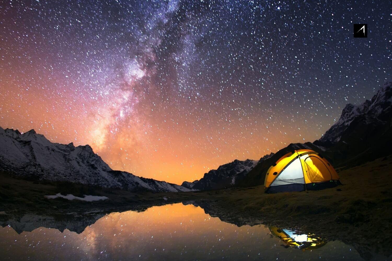 Cắm trại ngoài trời đêm trăng sao, vùng Kangchenjunga