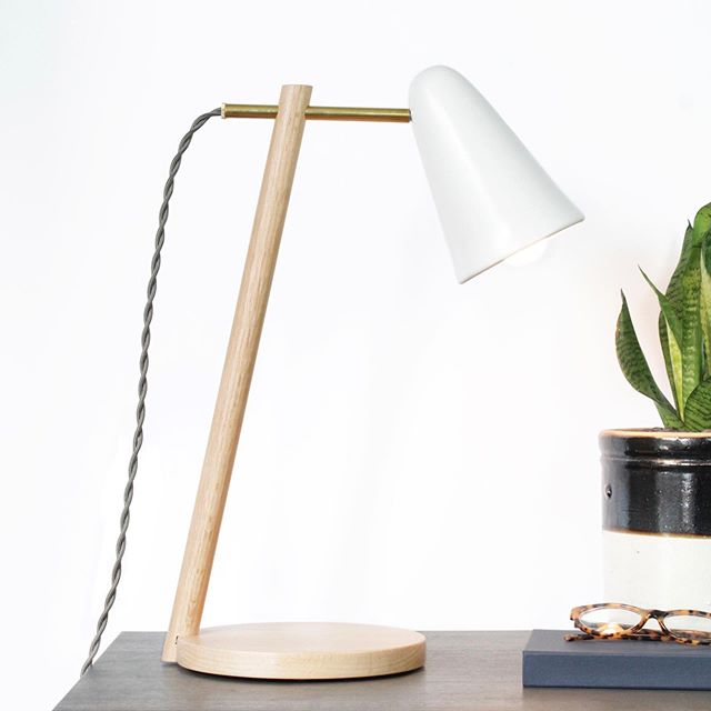 Our Preston table lamp will help you stay on task before the long weekend. Shown here with ceramic cone shade. ⠀⠀⠀⠀⠀⠀⠀⠀⠀ #interiordesign #interiorinspo #interiorproducts #madeinamerica #custommade #handcrafted #lighting #design #modern #studiomade