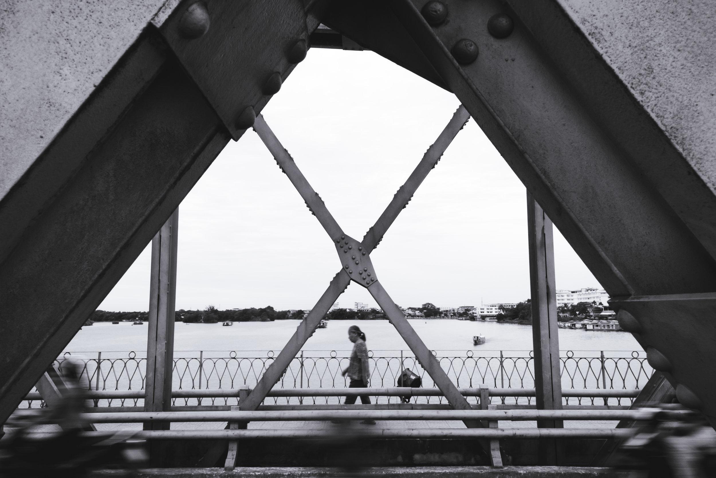 Vietnam-Hue-bridge