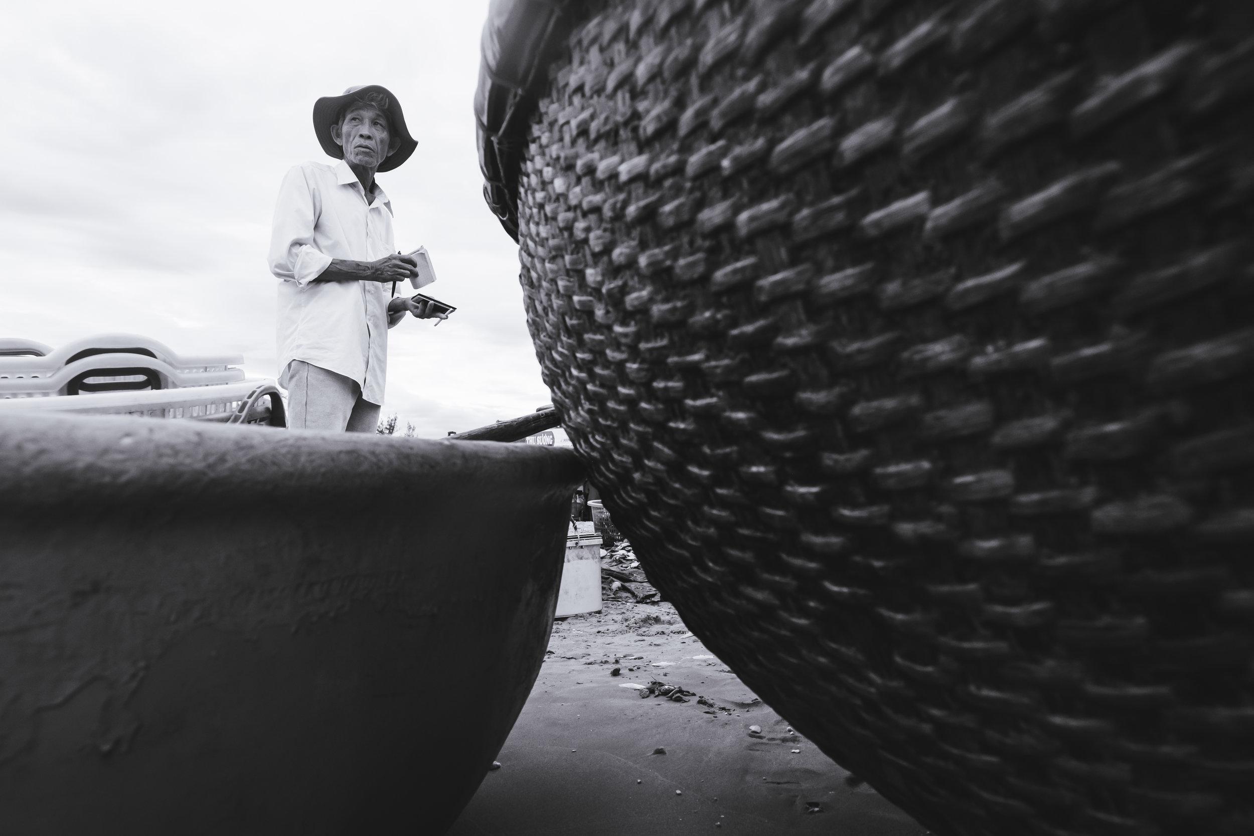 Vietnam-fish-dealer