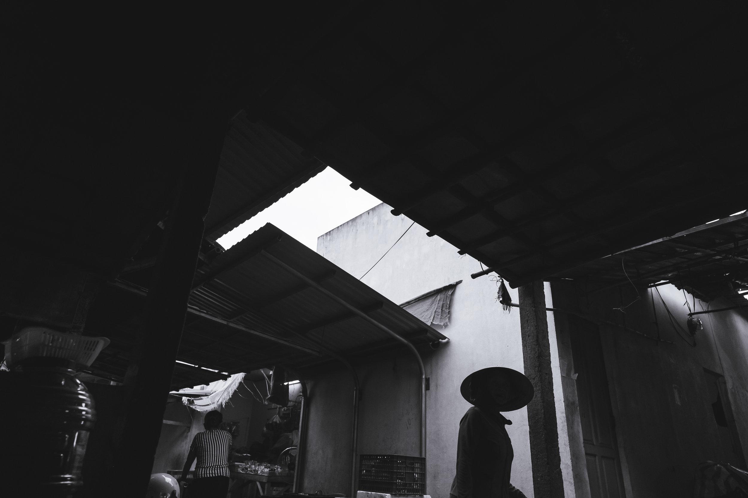 Vietnam-market-shilhouette